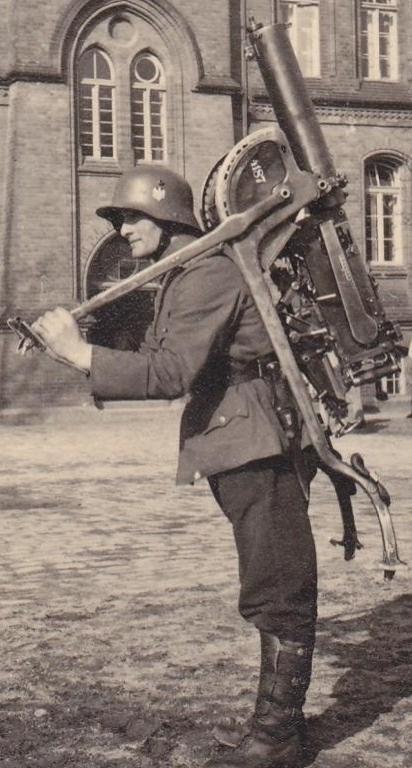 독일군 MG08 수냉식 중기관총의 대공사격[German Army water cooled MG08 Heavy Machine Guns anti-aircraft firing]