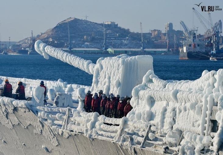 블라디보스톡항을 항해 파도를 가르는 최영함 영상입니다블라디보스톡항을 항해 파도를 가르는 최영함 영상입니다 - 유용원의 군사세계