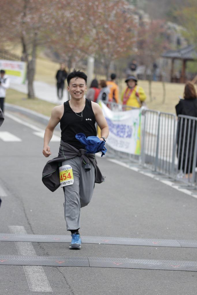 2019 영천댐 벚꽃마라톤대회 골인 (10:48:20 ~ 10:55:45)