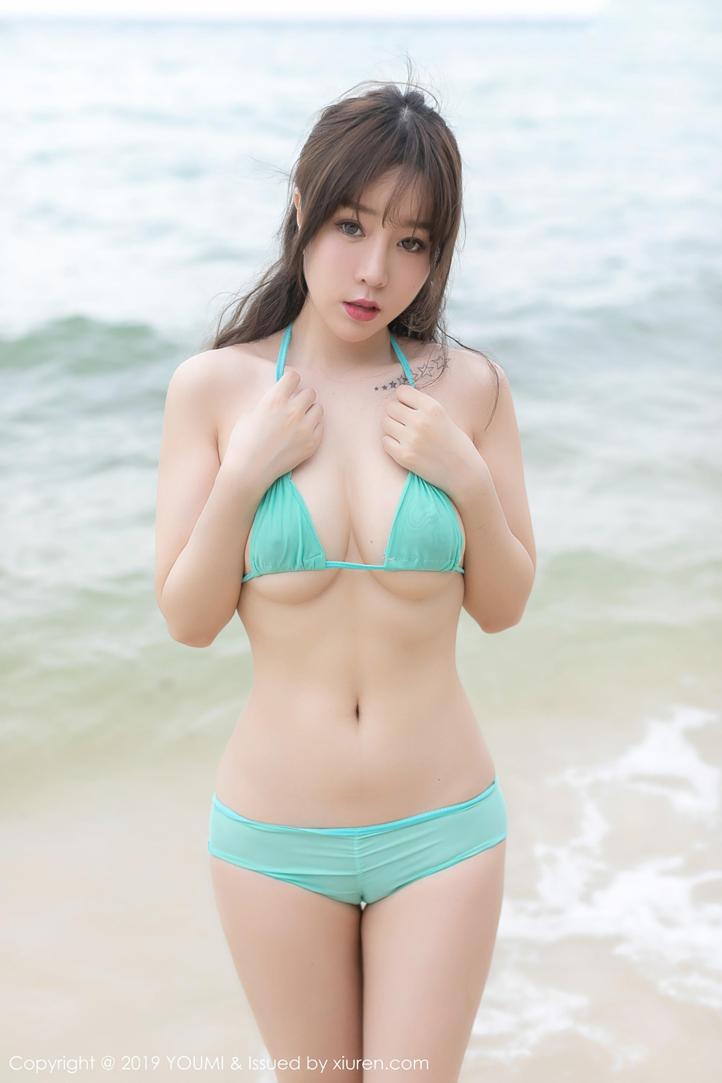 hot Chinese glamour in sexy bikini